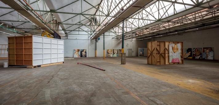 Contextueel kunstenaar Pierre Mertens (Antwerpen °1953) stelt tentoon in de Blikfabriek. Pierre Mertens gaat de strijdt aan met zijn expo tegen hydrocefalie. 12/10/2020